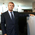 Vincent Bolloré façonne son empire médiatique